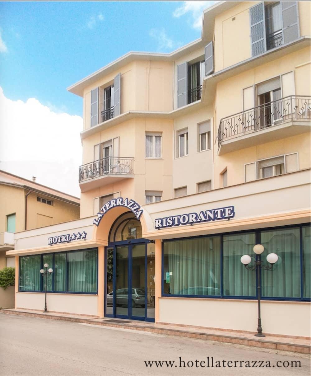 Hotel Potenza Picena Conero | Hotel La Terrazza | Landlord Riviera ...