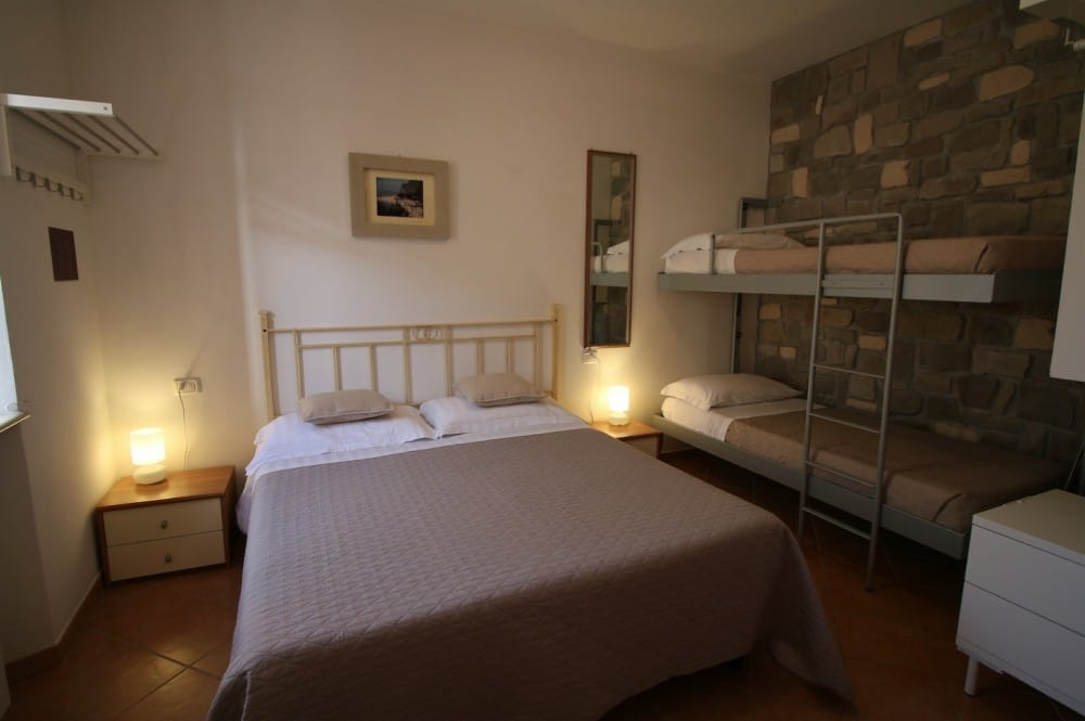 Hotel sirolo conero hotel meubl conero camere bed and for Hotel meuble giongo